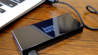 Trying out the KeepKey Hardware Wallet - Nice and Sleek design, easy set up