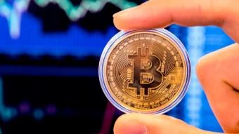 Bitcoin dropping below $7.9k.
