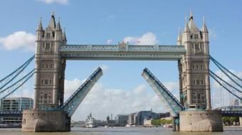 THE LONDON BRIDGE ALMOST FELL