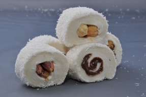 Turkish delight from carrots and semolina