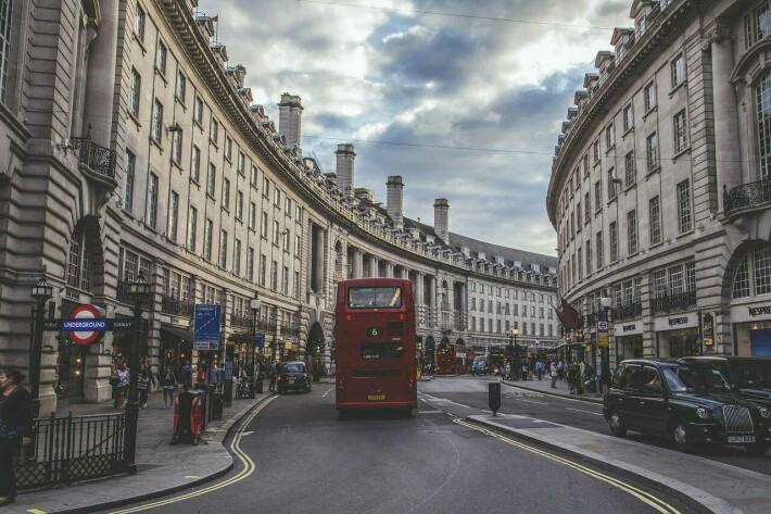 https://pixabay.com/photos/london-regent-street-england-street-526246/