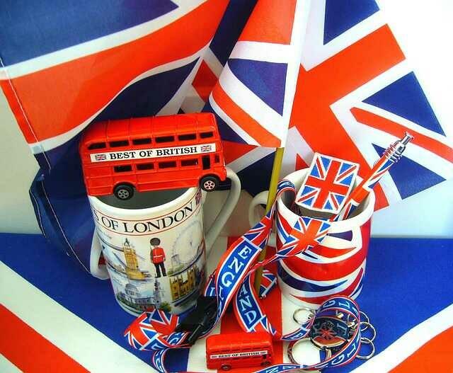 https://pixabay.com/photos/souvenirs-england-united-kingdom-107536/