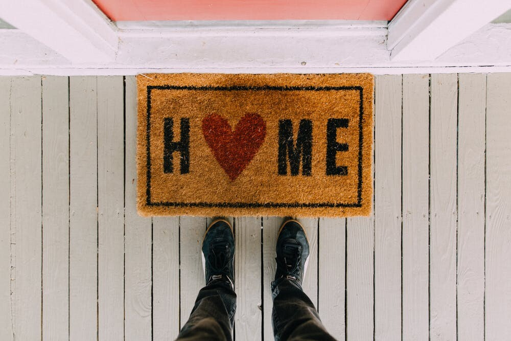 https://www.pexels.com/photo/black-home-area-rug-2950003/