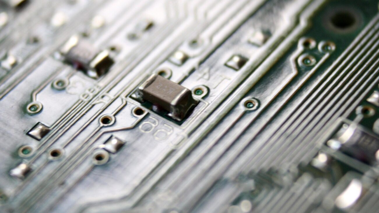 https://pixnio.com/objects/electronics-devices/computer-components-pictures/computer-part-circuit-board-microchip#