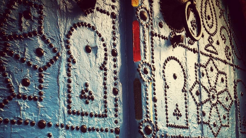 Tunis old decorative door photo by Mazigh 2013