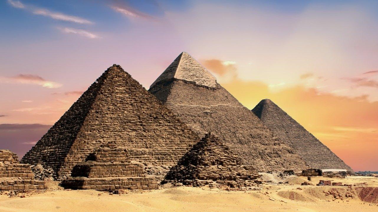 Egypt's Pyramids, Sphinx Shine to mark Chinese New Year